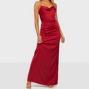 Jätte fin balklänning från Nelly, säljs eftersom vår bal blivit inställd! Alltså är klänningen helt ny och oanvänd😇 Storlek 34 men passar mig som oftast bär 36. Säljs för 450kr ink frakt! (Nypris: 699kr) Kan mötas i Gävle😋