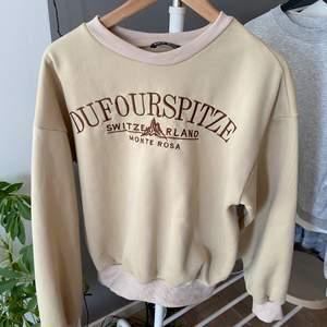 Jätteskön och tjockt material, men vill köpa nya sweatshirts så säljer denna 💖💖