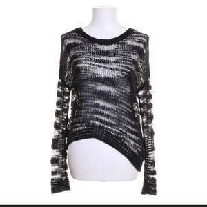 """Snygg """"mesh"""" tröja från ginatricot storlek S passar M oxå<3 frakt 44kr eller så möts jag i Stockholm 💖"""