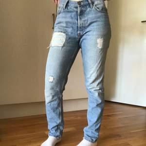 Fräscha never denim jeans. Är 164 cm lång. Skriv om ni har frågor 🥰 köparen står för frakten.