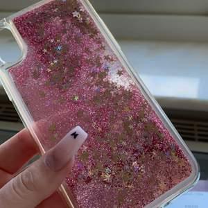 Jag var tvungen å köpa denna söta skal trotts att jag har en iPhone 11pro, den är så söt och fin på alla möjliga sätt🦋 säljer den nu då den inte har använts  såklart😭 Jag bjuder på frakten💕💕
