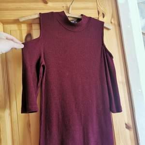 Vinröd ribbad tröja men
