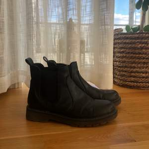Svarta skor. Använda men i fint skick🌸