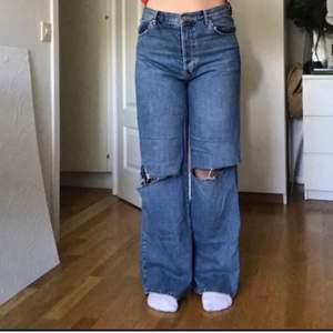 Vida jeans från Bik Bok, använda fåtal gånger så i bra skick!
