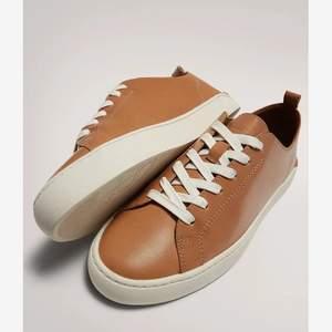Jätte fina massimodutti skor i brunt läder. Knappt använda. Äkta läder i brunt. Stolek 39.  Ordinarie pris 999kr