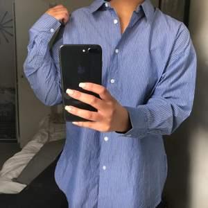 Knappt använd oversize skjorta från Cubus. Superskönt material, perfekt till sommaren!