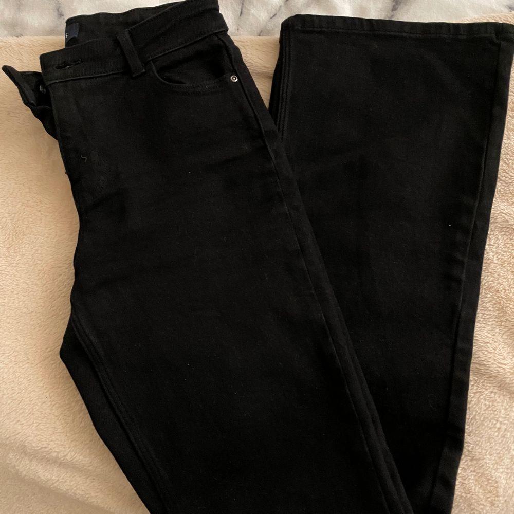 Bootcut svarta, använda 2 gånger, som nya och felfria. Jeans & Byxor.