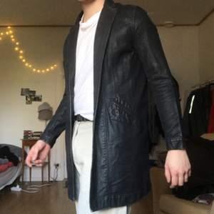 Nudie jacka/kappa jag köpte för 4 år sedan för 2600kr. Den passar mig inte längre och inte använt under senaste 3 åren. Därmed vill jag nu sälja av den!