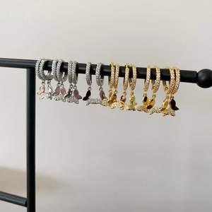 De perfekta fjärils örhängena! Materialet är sterling silver, priset är 89kr/paret! 🤍🦋✨ ❗️Guldiga är slutsålda❗️