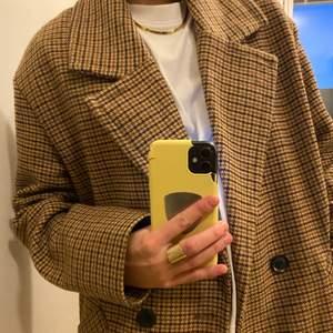 Den perfekta höstjackan, varmare material så funkar även på vintern med varmare kläder under.
