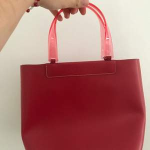 Jag säljer min Lamarthe väska som var min mammas på tidigt 2000s! Är i gott skick, köpare står för frakten!!❤️