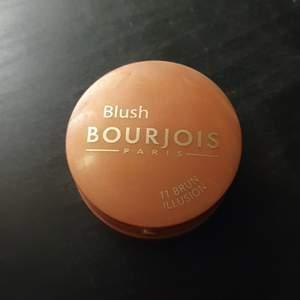 Säljer en blus av Bourjois i staden 11 brun illusion. Väldigt fint pxh pigmenterad. Använd max 2 ggr. Köpt för 140 kr. Köparen står för frakten. Priset går att diskutera!😊