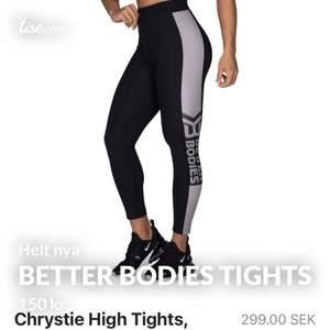 Alla tights i storlek S. Svarta med grått streck - 150 kr Helt svarta - 300 kr Helt svarta med vit logga - 300 kr