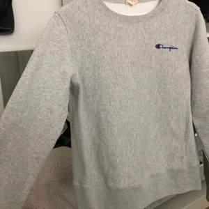 Grå champion sweatshirt i storlek M, bra skick, gratis frakt 🤍⚡️