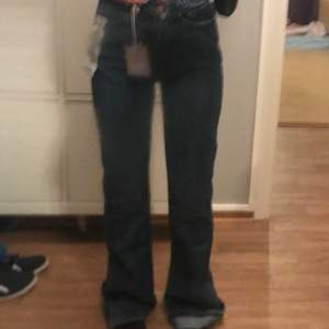 Oanvända vintage flare jeans!