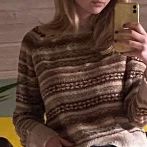 En fin och mysig tröja från Pull&Bear i väldigt bra skick! Passar nog XS-M. Köparen betalar frakt!