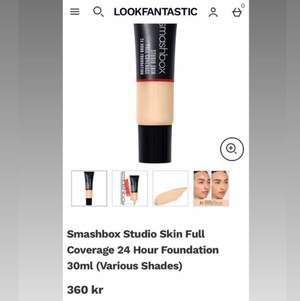 "Säljer en smashbox foundation då färgen blev helt fel! Den är enbart testat en gång och inköpt mars 2021. ""Studio Skin Full Coverage 24H Foundation 2.0 Light - Warm Undertone"""