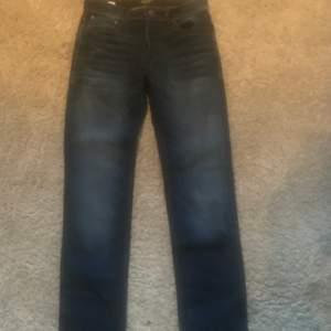 Jack and Jones jeans storlek 29/32 bra skick
