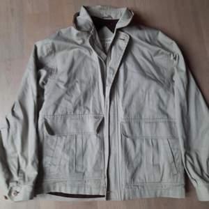 Vintage jacka i storlek L. Sitter mer som en M.