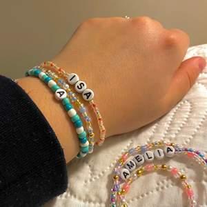 Exempel på armband jag säljer🙈 checka min instagram och plick för mer @jewelryea. Beroende på armband är beroende pris!