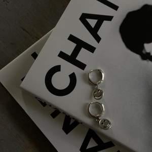 Supersöta smiley örhängen i äkta sterling silver 925🖤 129kr för ett par! Helt nya🥰