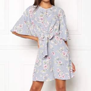 Superfin blommig somrig klänning från New Look i storlek 38. Använd ett par gånger men i fint skick, 150 kr inklusive frakt.