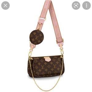 Jätte fin väska andvänd ett par gånger men inget synligt fel på väskan som jag sätt Ej äkta men en väldigt fin kopia