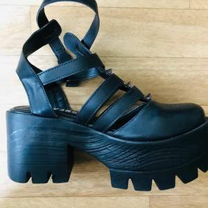 Platform shoes from Reversa brand. 38 extremely comfortable and in new conditions. Used 3 times at last!