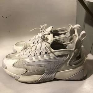 Nike zoom skor. Inte mycket använda, är i väldigt fint skick. Köpta för 999kr.