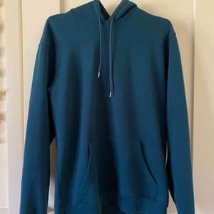 Grön/blå hoodie från carlings, herravdelningen. Nypris 400kr, säljer för 150kr plus frakt.
