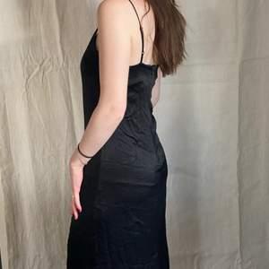 klänning fr stories! fint skick! i siden