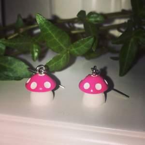Du sjukt söta örhängen som ser ut som små svampar! 29kr ink styck eller alla för 60 ink !!