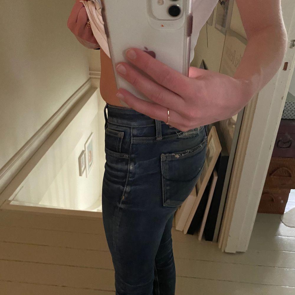 Väl använda men har blivit lite för tajta för mig, dom är fint slitna!. Jeans & Byxor.