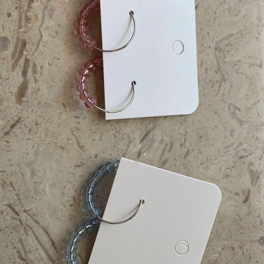 Jättefina örhängen! ❤️nickelfritt❤️ det finns i färgerna rosa och blå! Frakt tillkommer på 12kr❤️. Accessoarer.