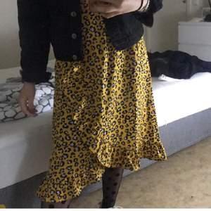 fin kjol från zalando i storlek xs/s, välanvänd fast i väldigt bra skick!!