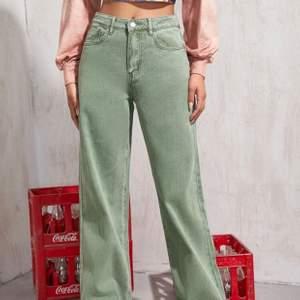 Så snygga och sköna jeans som tyvärr är lite för stora för mig... Aldrig använda och helt sprillans nya. Ääälskar färgen!!!