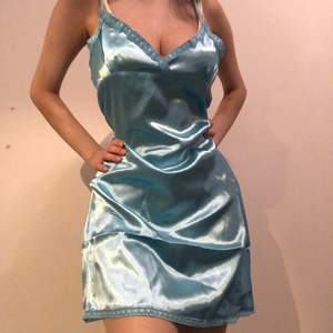 NY (prislapp) babyblå slip neglige/klänning. Har storlek xs och är 165cm, på bilden bär jag på en klänning i L. FRAKT INGÅR I PRIS!! <3