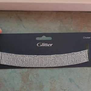 Fint halsband som är elegant. Köptes för 300:-  säljs för 200 eller bud från 150😊