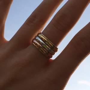 Skitsnygg chunky ring i guld och silver!!