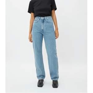 weekday jeans i modellen rowe som jag endast använt en gång! nypris 500kr