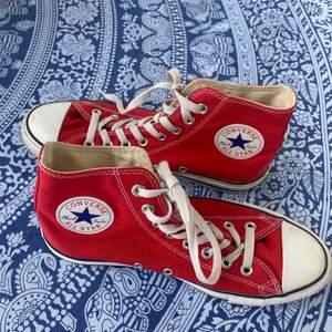 Säljer mina supersnygga röda Converse för att de tyvärr aldrig kommer till användning! 😊