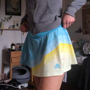 Såå fin tenniskjol från adidas