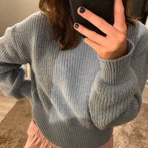 Blå stickad tröja från NA-KD i storlek S💙