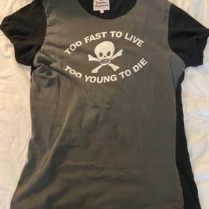 sällsynt tshirt köpt i london för 250€ storlek xl men sitter mer som M