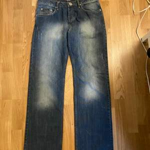 Storlek 31/32 cond 10/10 feta jeans stackar as bra