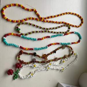 Fun beaded bracelets & necklaces! Necklace is 35kr a piece: bracelets are 25kr a piece. You can choose the design: flower necklace, patterns of colored, length :) have fun with it