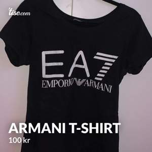 Äkta emporio Armani t-shirt som jag använt få tal gånger, säljs pga att den bara hängt i garderoben. Skönt material och passformen är fin