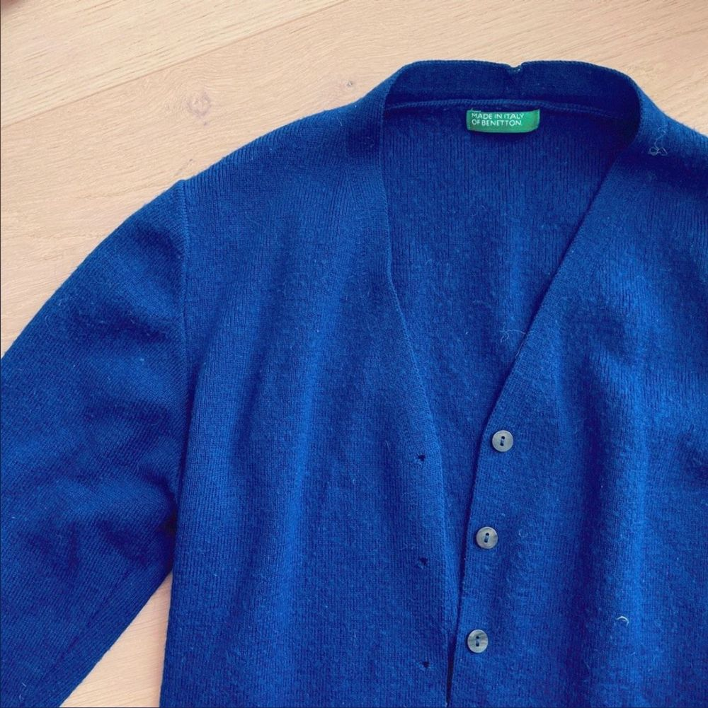 Blå snygg ullcardigan från gamla United Colors of Benetton. Stickat.