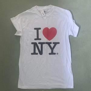 ❤️ ny T-shirt storlek s helt ny 200kr