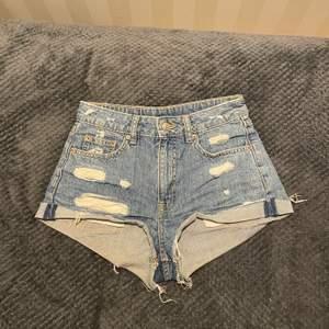 Riktigt snygga shorts säljes då de tyvärr är försmå😢😢 50kr+frakt